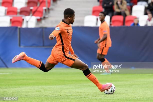 Netherlands' forward Myron Boadu kicks the ball to score the 1-1 goal during the UEFA Under21 Championship quarter-final football match Netherlands v...