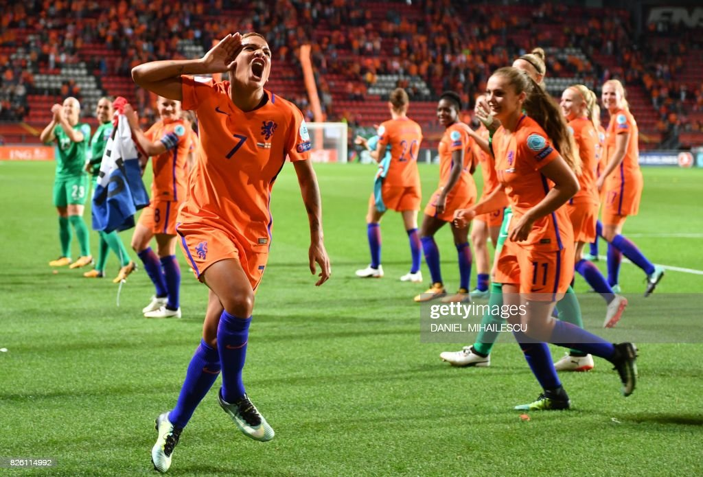 Netherlands' forward Shanice van de Sanden celebrate after winning during the UEFA Womens Euro 2017 football tournament semi-final match between Netherlands and England at the FC Twente Stadium, in Enschede on August 3, 2017. / AFP PHOTO / Daniel MIHAILESCU