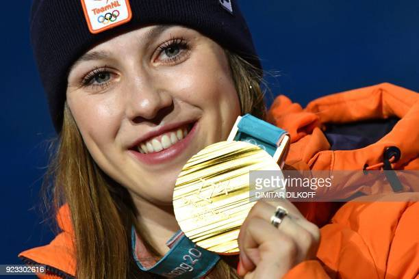 TOPSHOT Netherlands' gold medallist Suzanne Schulting poses on the podium during the medal ceremony for the short track Women's 1000m at the...