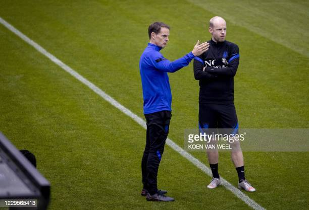 Netherland's head coach Frank de Boer and midfielder Davy Klaassen attend a training session of the Dutch national football team in Zeist, the...