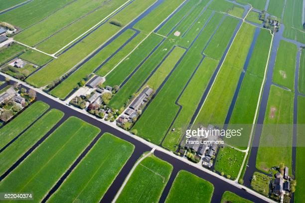 netherlands, kamerik, farms in polder. aerial - 干拓地 ストックフォトと画像