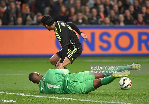 Netherland's Kenneth Vermeer vies with Spain's Pedro Rodriguez during the friendly football match Netherlands vs Spain in Amsterdam on March 31 2015...
