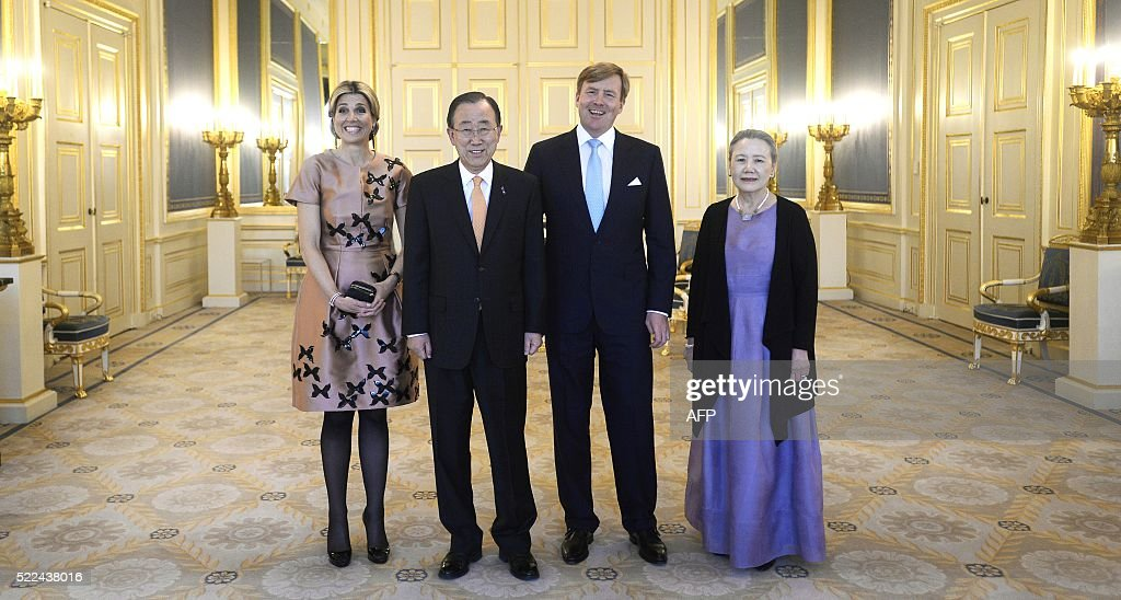 Netherland's King Willem-Alexander (2ndR) and Queen Maxima (L) pose with U.N. Secretary-General Ban Ki-moon and his wife Yoo Soon-taek before a dinner at Palace Noordeinde in The Hague, on April 19, 2016. / AFP / ANP / Toussaint Kluiters / Netherlands OUT