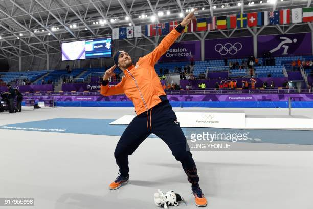 TOPSHOT Netherlands' Kjeld Nuis stikes a pose after winning gold in the men's 1500m speed skating event during the Pyeongchang 2018 Winter Olympic...