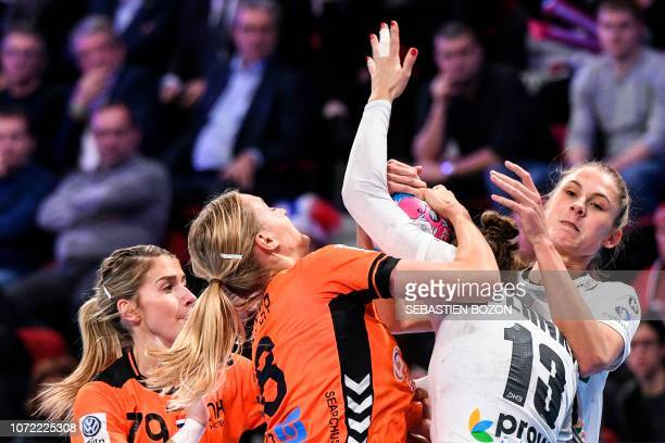 Netherlands' left back Lois Abbingh vies for the ball with Germany's pivot Julia Behnke during the 2018 European Women's handball Championships Group...