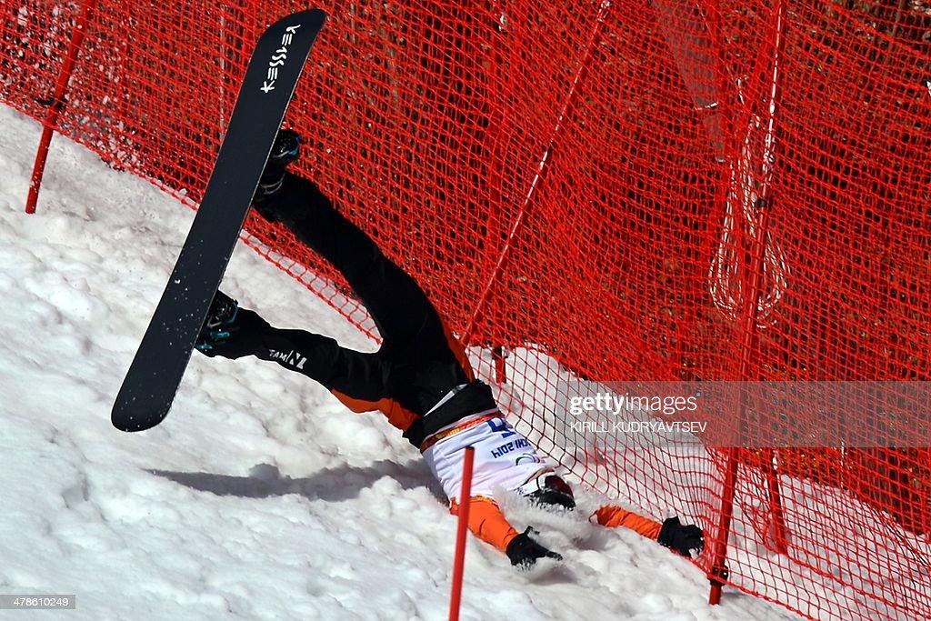 OLY-2014-PARALYMPICS-SNOWBOARD : News Photo