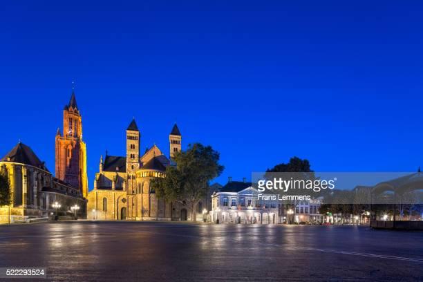 netherlands, maastricht, square called vrijthof - オランダ リンブルフ州 ストックフォトと画像