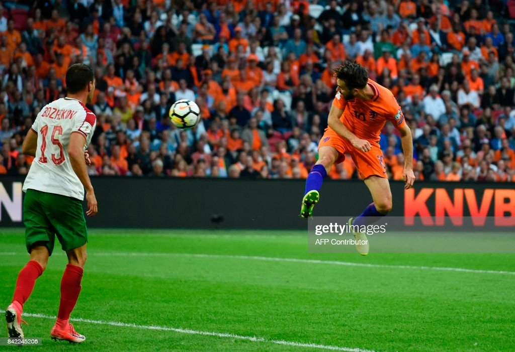 Netherlands midfielder Davy Propper (R) scores during the FIFA World Cup 2018 qualification football match between Netherlands and Bulgaria in Amsterdam on September 3 , 2017. /