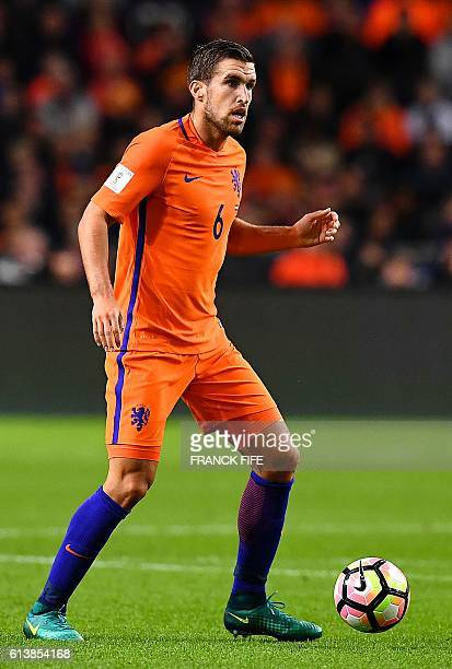 Netherlands' midfielder Kevin Strootman controls the ball during the FIFA World Cup 2018 qualifying football match Netherlands vs France on October...