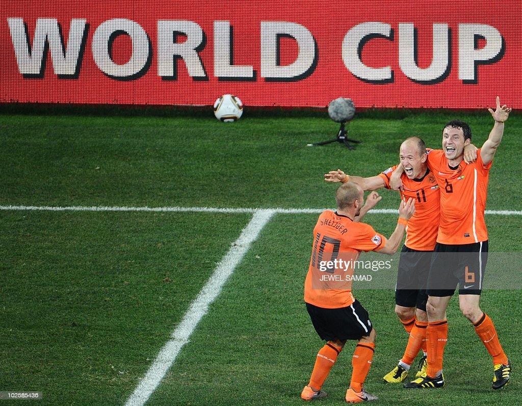 Netherlands' midfielder Wesley Sneijder (L), Netherlands' striker Arjen Robben (C) and Netherlands' midfielder Mark van Bommel celebrate after winning the 2010 World Cup quarter-final football match Netherlands vs. Brazil on July 2, 2010 at Nelson Mandela Bay stadium in Port Elizabeth. Netherlands won 2-1. NO