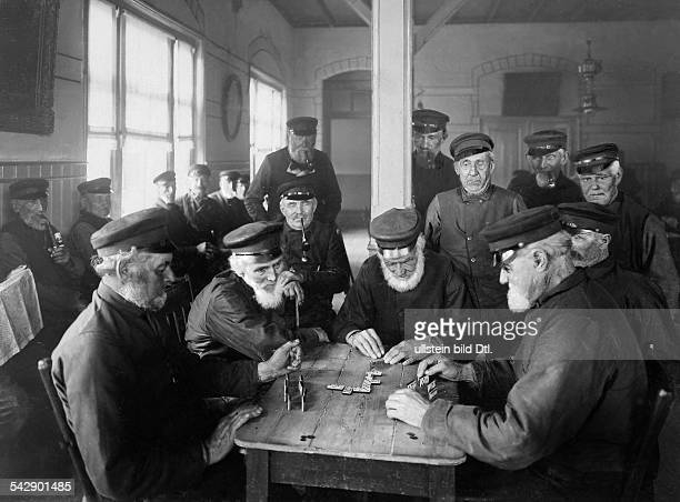 Netherlands old people's home for sailors old men playing at dominoes date unknown probably 1907 published in Hausfrau 29/1907photo by Becker...