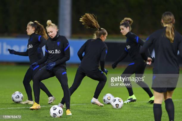 Netherlands' players attend a training session in Zeist on November 23 ahead the women's friendly football match between Netherlands and USA. /...