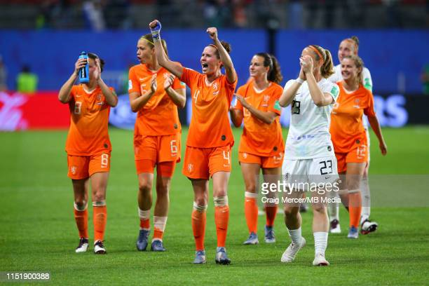 Netherlands players celebrate after the 2019 FIFA Women's World Cup France Round Of 16 match between Netherlands and Japan at Roazhon Park on June...