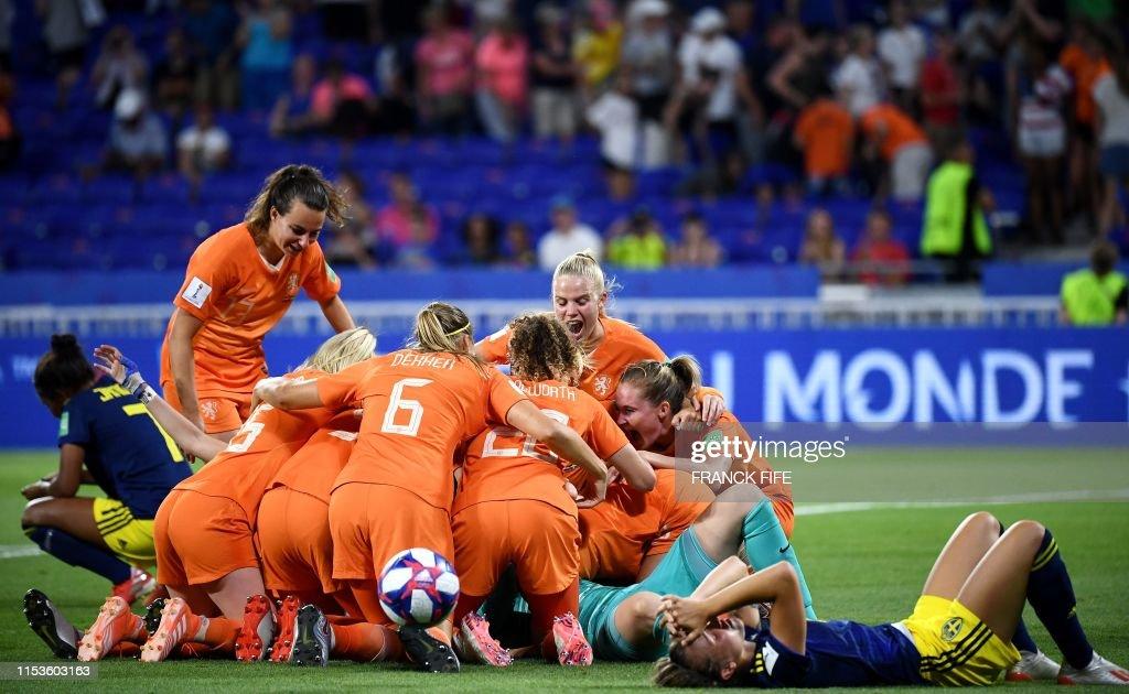 FBL-WC-2019-WOMEN-MATCH50-NED-SWE : News Photo