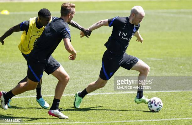 Netherlands' Quincy Promes, Luuk de Jong and Davy Klaassen take part in a training session of the Dutch national team at the KNVB Campus on June 7,...
