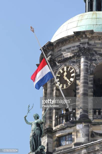netherlands remembers victims of war amid the  coronavirus outbreak - holocaust stock pictures, royalty-free photos & images