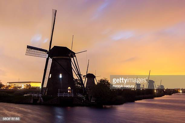 netherlands, south holland, kinderdijk , silhouette of traditional windmills - キンデルダイク ストックフォトと画像