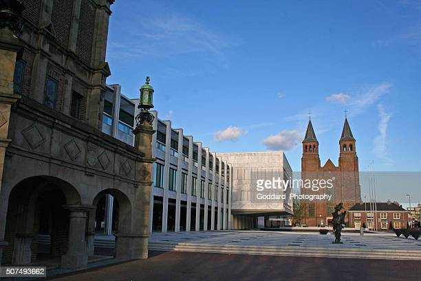 netherlands: stadhuis arnhem and saint walburg's church - arnhem stockfoto's en -beelden