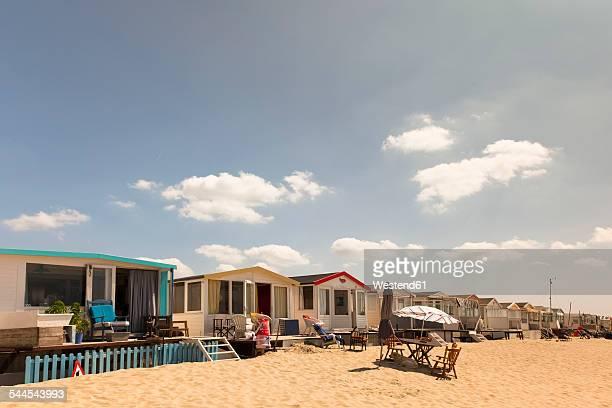 netherlands, waterland, beach huts at ijsselmeer - noord holland stockfoto's en -beelden
