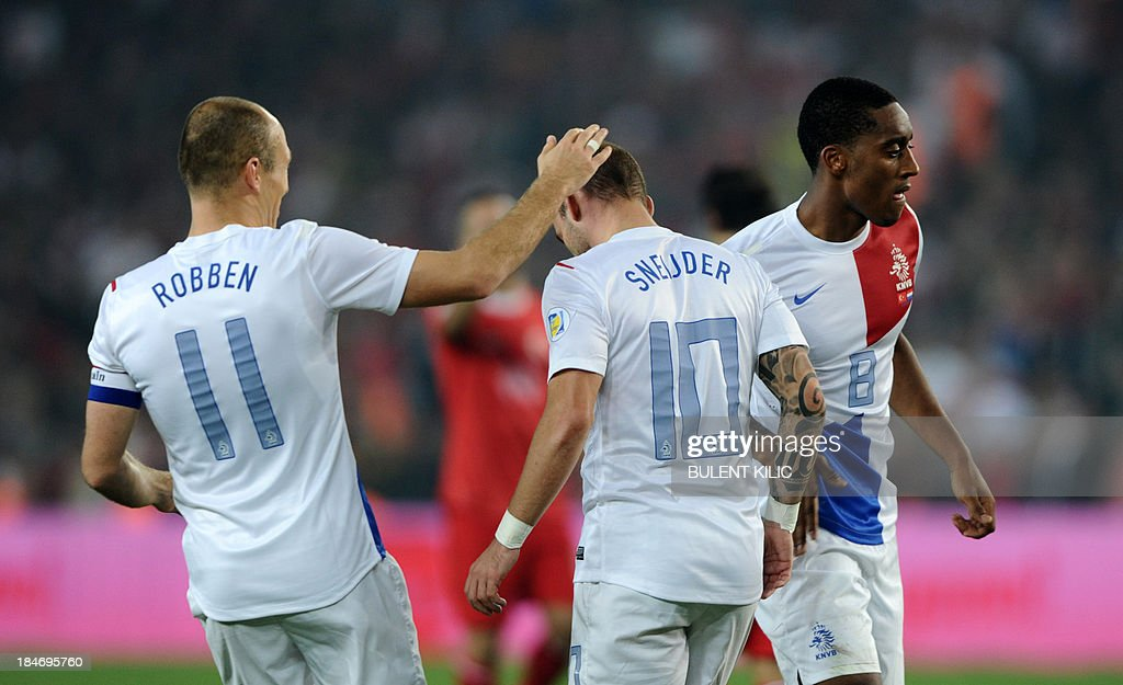 Netherlands' Wesley Sneijder kicks (C) celebrates his goal with his teammates during the 2014 FIFA World Cup qualifying football match Turkey vs Netherlands on October 15, 2013 at the Sukru Saracoglu Stadium in Istanbul.