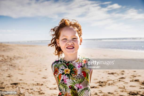 netherlands, zandvoort, portrait of redheaded girl on the beach - noord holland stockfoto's en -beelden