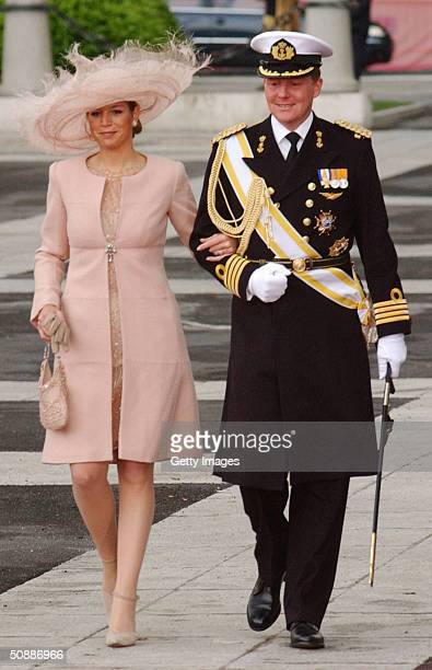 Netherlandss Prince WillemAlexander and his wife Miss Maxima Zorreguieta arrive to attend the wedding between Spanish Crown Prince Felipe de Bourbon...