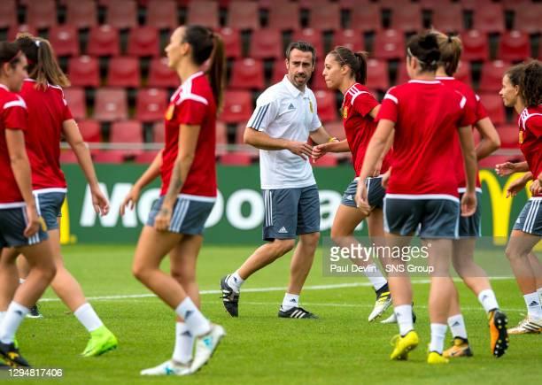 Spain manager Jorge Vilda oversees training