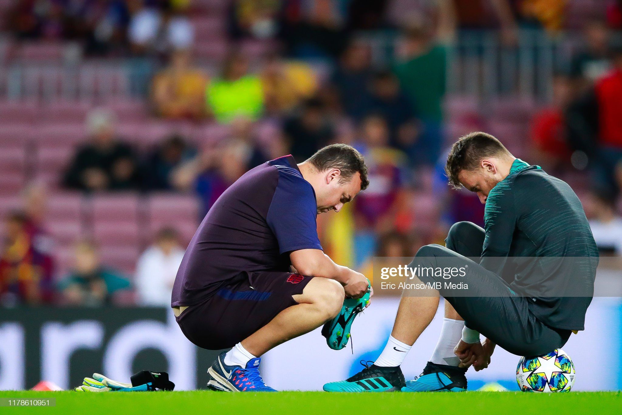 صور مباراة : برشلونة - إنتر 2-1 ( 02-10-2019 )  Neto-of-fc-barcelona-on-the-pitch-during-the-uefa-champions-league-f-picture-id1178610951?s=2048x2048