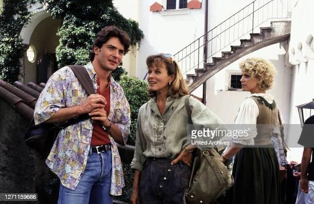 Nette Nachbarn / Andreas Stein ist neu am Ort und sogleich fliegen ihm die Herzen der begehrtesten Frauen zu. Da kommt man sich schon mal ins Gehege....