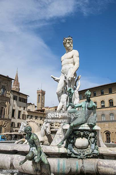 nettuno fountain at piazza (square) signoria - シニョーリア広場 ストックフォトと画像