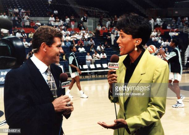Network commentator Robin Roberts speaks with Italian-born American basketball coach Geno Auriemma of the University of Connecticut before an...