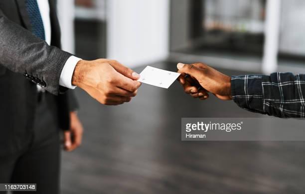 il networking è essenziale per costruire relazioni commerciali - biglietto da visita foto e immagini stock