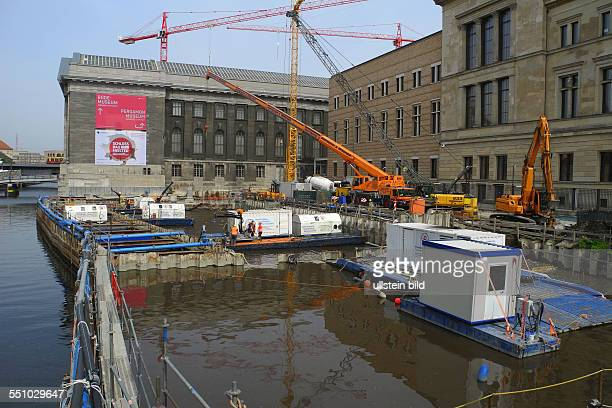 Neubau des Neuen Eingangsgebaeudes zur Museumsinsel der JAMESSIMONGALERIE auf der MuseumsInsel Berlin Jetzt ist in einem Teil der Baugrube das Wasser...