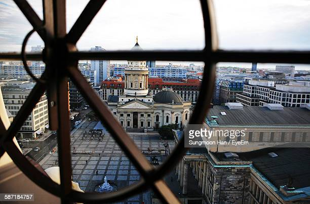 neue kirche by buildings seen through window - kirche - fotografias e filmes do acervo
