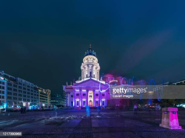 neue kirche deutscher dom gendarmenmarkt illuminated at night - kirche stock pictures, royalty-free photos & images