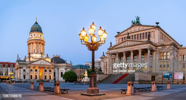 neue kirche, deutscher dom, konzerthaus, gendarmenmarkt, berlin, germany - konzerthaus berlin - fotografias e filmes do acervo