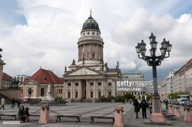 neue kirche in gendarmenmarkt - konzerthaus berlin stock pictures, royalty-free photos & images