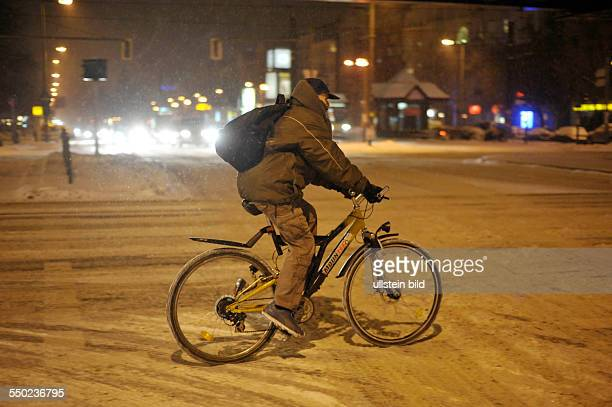 Neuer heftiger Schneefall in Berlin - Scherenbergstrasse