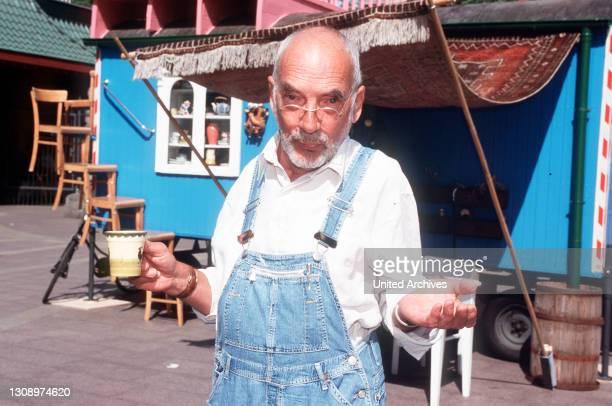 Neues neutrales Motiv: PETER LUSTIG, der in einem leuchtend blauen Bauwagen lebt, erzählt spannende Geschichten aus Natur, Umwelt und Technik. Aka....