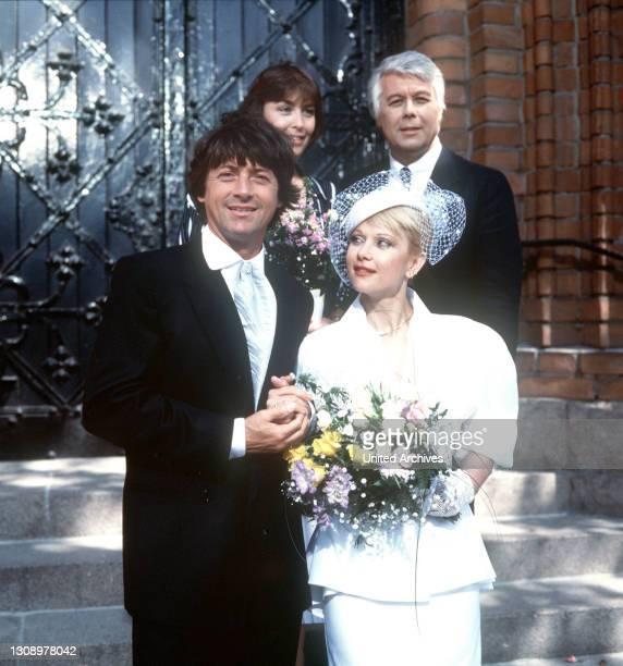 Neuigkeiten / D 1986 / Endlich heiratet Wolfgang seine Martina . Im Hintergrund: THEKLA CAROLA WIED und PETER WECK / Überschrift: ICH HEIRATE EINE...