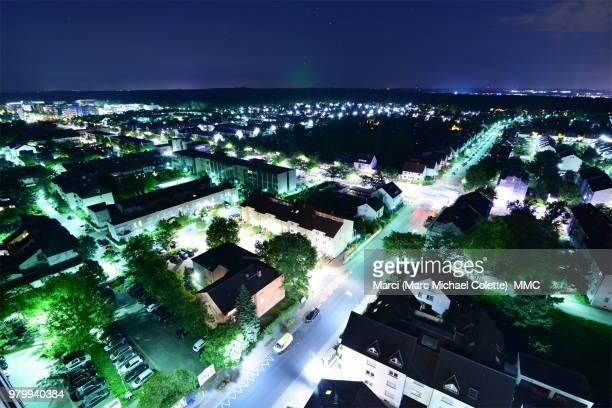 neuisenburg bei nacht - nacht stock pictures, royalty-free photos & images