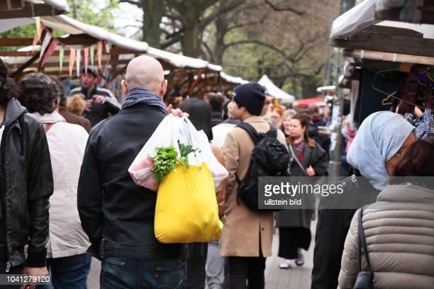 Neuköllner Stoff Stoffmarkt am Maybachufer in Berlin Neukölln am Stoffmarkt am Maybachufer mit großem Angebot an unterschiedlichsten Stoffen...