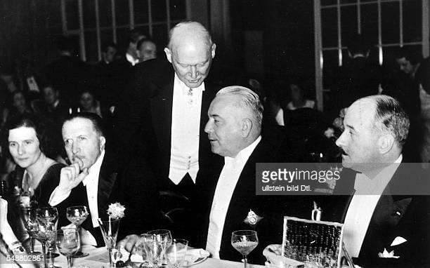 Neurath Konstantin Freiherrr von Politician Diplomat Germany *1873 1956 at the ball of the society of the foreign press in Berlin from the left the...