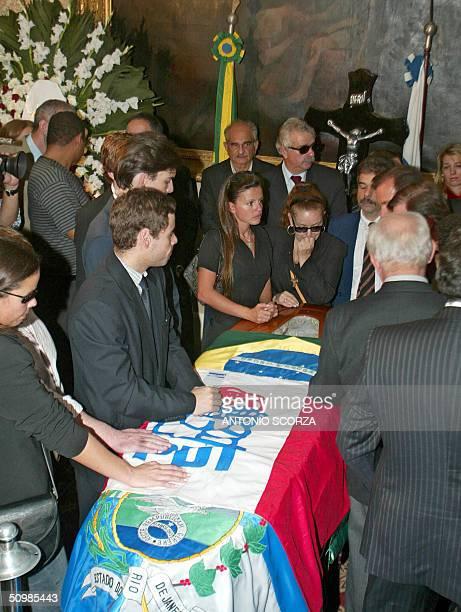 Neusa Brizola , daugther of Brazilian leftist leader Leonel Brizola and relatives crie beside hers father coffin in Rio de Janeiro, Brazil 22 June...