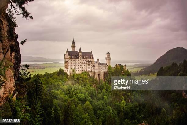 neuschwanstein castle from queen mary's bridge - neuschwanstein castle stock pictures, royalty-free photos & images