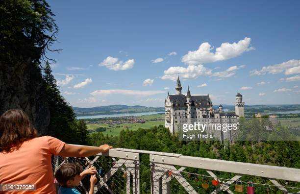 neuschwanstein castle - hugh threlfall stock pictures, royalty-free photos & images