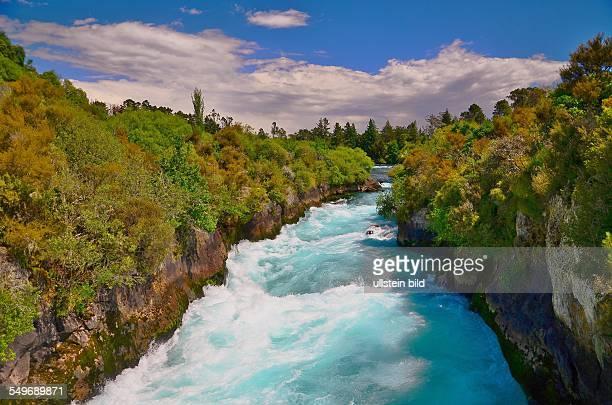 Neuseeland die HukaFalls sind kein Wasserfall sondern ein Katarakt in dem der Waikato River in eine enge Schlucht gepresst wird