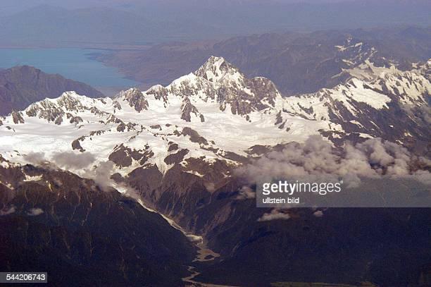 Neuseeland, Südinsel, Westküste. Luftaufnahme Mount Cook, 3754m., davor der Franz-Joseph- Gletscher, dahinter Lake Pukaki- .