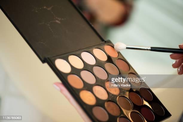 neutral colored makeup palette - アイシャドウ ストックフォトと画像