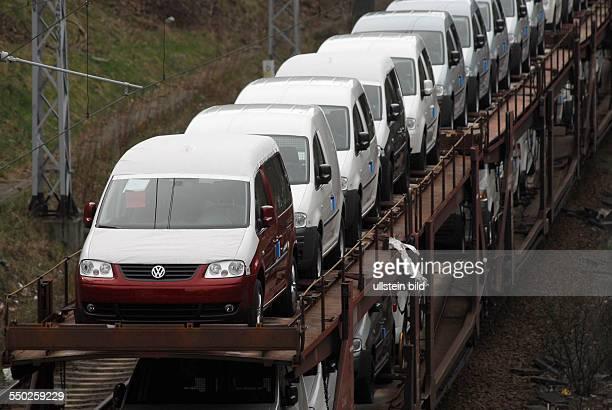 Neuwagen auf einem Zug in Berlin
